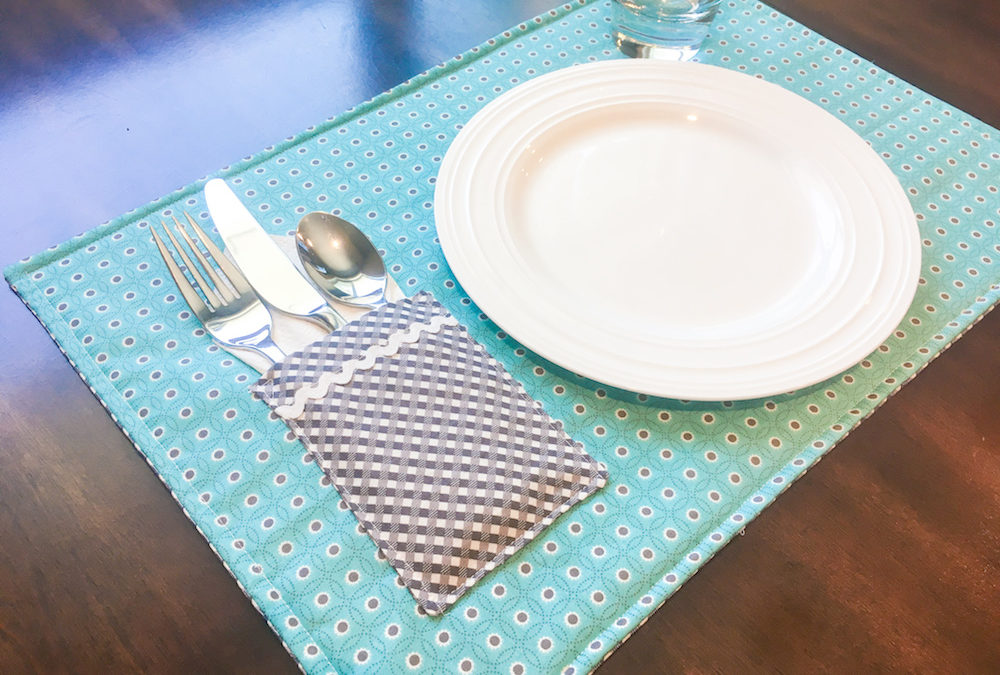 Make a Reversible Pocket Placemat: Fri-yay Weekly Demo!